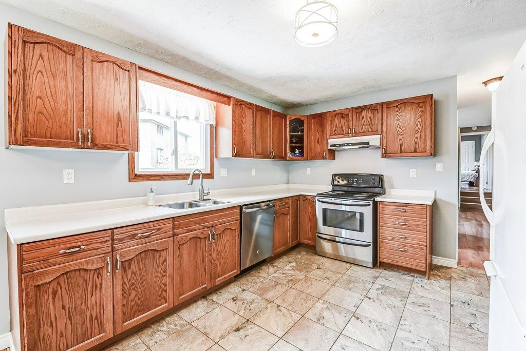 014 716 Upper Paradise Hamilton kitchen2 - 716 Upper Paradise Road, Hamilton