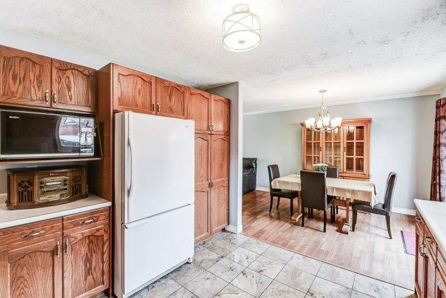 018 716 Upper Paradise Hamilton kitchen6 - 716 Upper Paradise Road, Hamilton
