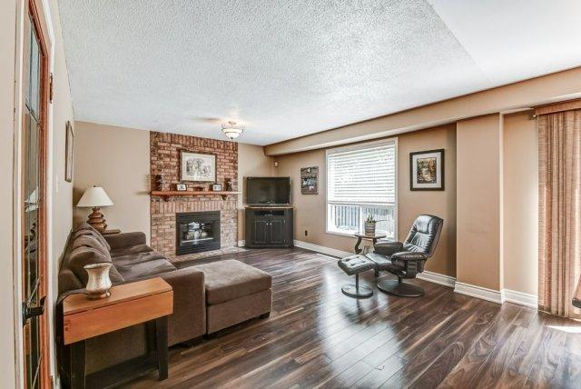019 95 Essling Hamilton family room - Recently SOLD on the Hamilton Mountain
