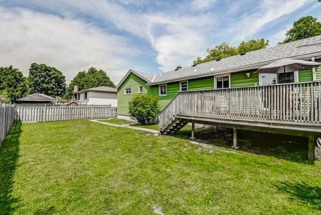 033 716 Upper Paradise Hamilton backyard deck - 716 Upper Paradise Road, Hamilton
