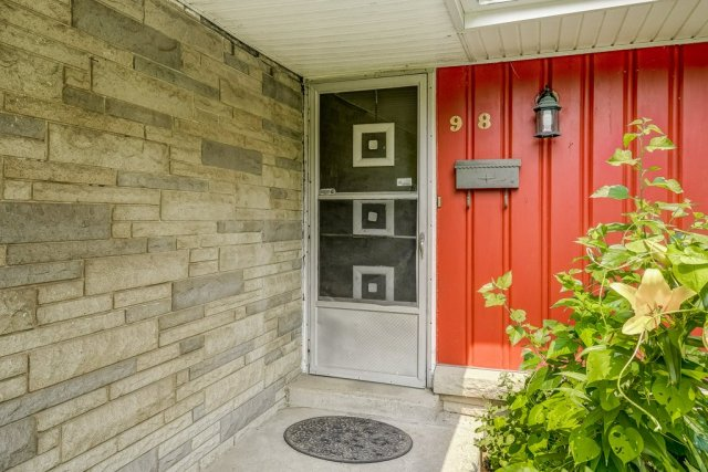 007 98 Elm Hill Ancaster porch - Recently SOLD in Ancaster