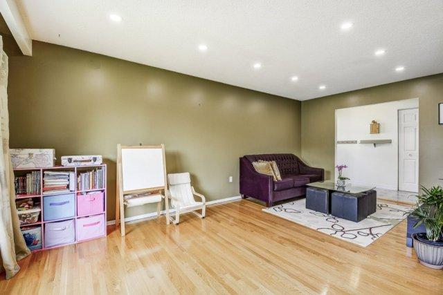 012 164 Bonaventure Hamilton living room3 - Recently SOLD ~ West Hamilton Mountain