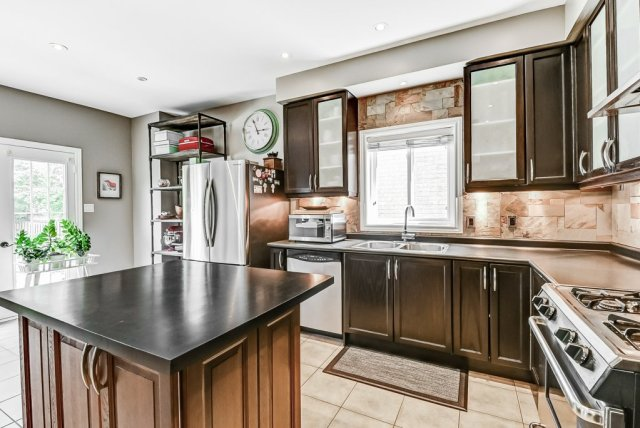 015 151 Joshua Ancaster kitchen2 - Recently SOLD in Ancaster