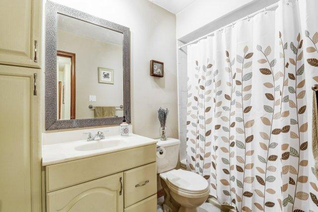024 164 Bonaventure Hamilton bathroom - Recently SOLD ~ West Hamilton Mountain