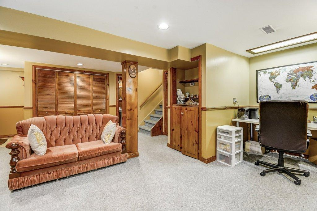 025 164 Bonaventure Hamilton familyroom - Recently SOLD ~ West Hamilton Mountain