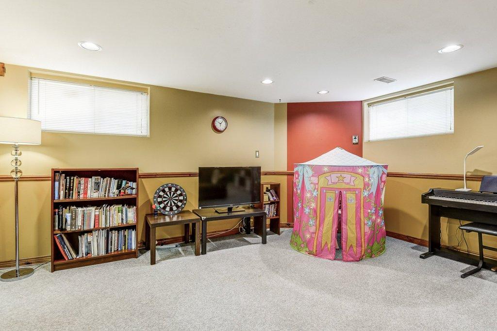 027 164 Bonaventure Hamilton familyroom3 - Recently SOLD ~ West Hamilton Mountain