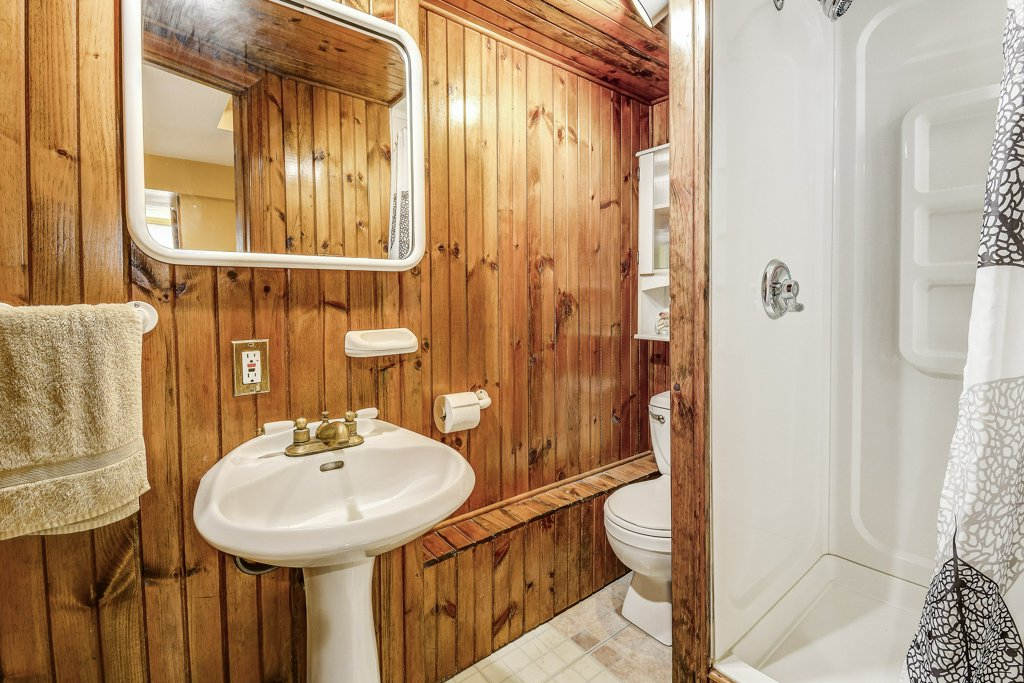029 164 Bonaventure Hamilton bathroom2 - Recently SOLD ~ West Hamilton Mountain