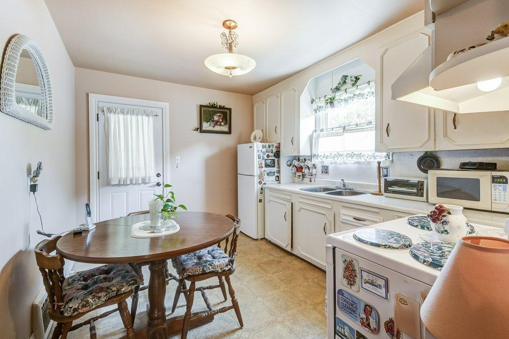 013 220 Glencarry Hamilton kitchen - Recently SOLD ~ East Hamilton