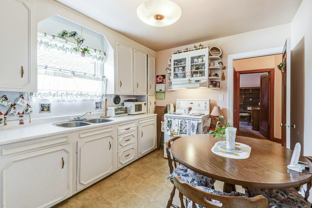 014 220 Glencarry Hamilton kitchen2 - Recently SOLD ~ East Hamilton
