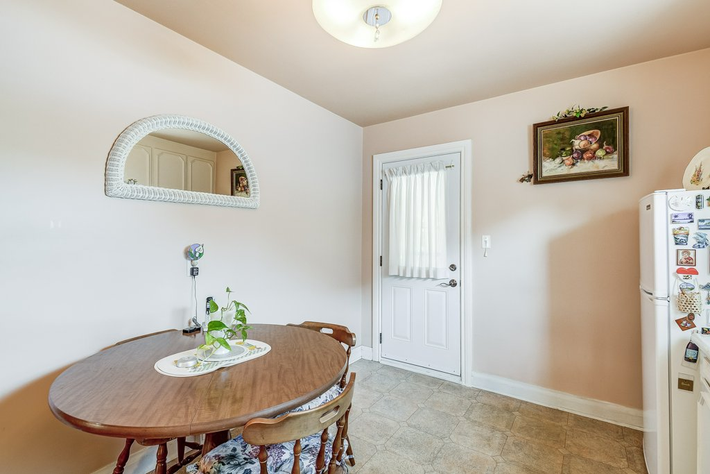 016 220 Glencarry Hamilton kitchen4 - Recently SOLD ~ East Hamilton
