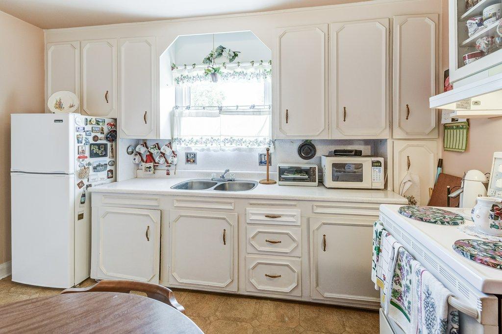 017 220 Glencarry Hamilton kitchen5 - Recently SOLD ~ East Hamilton