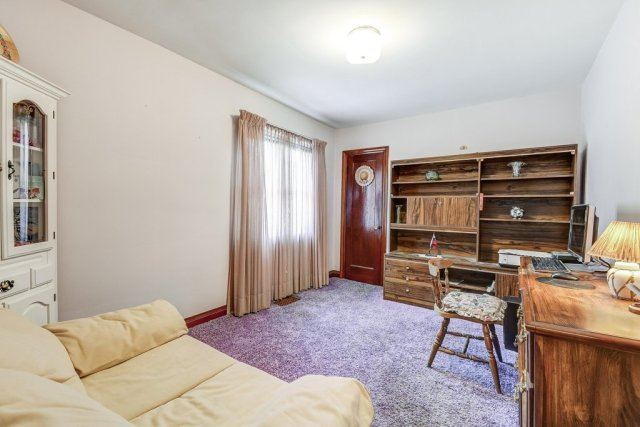018 220 Glencarry Hamilton bedroom den - Recently SOLD ~ East Hamilton