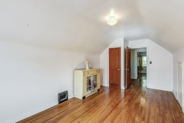 027 220 Glencarry Hamilton bedroom4 - Recently SOLD ~ East Hamilton