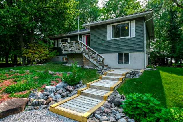 027 26 fire rte 103 bobcaygeon ON entrance2 - WATERFRONT ~ 4 SEASON COTTAGE FOR SALE ON PIGEON LAKE