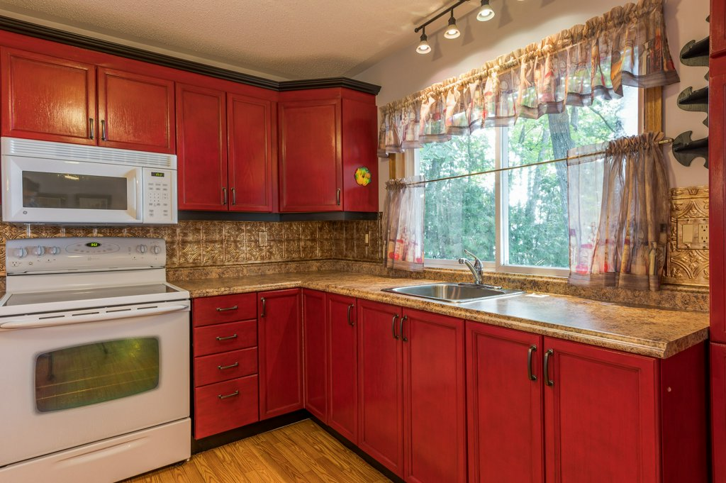 037 26 fire rte 103 bobcaygeon ON kitchen - WATERFRONT ~ 4 SEASON COTTAGE FOR SALE ON PIGEON LAKE