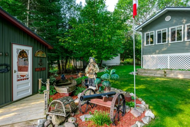 087 26 fire rte 103 bobcaygeon ON gardens2 - WATERFRONT ~ 4 SEASON COTTAGE FOR SALE ON PIGEON LAKE