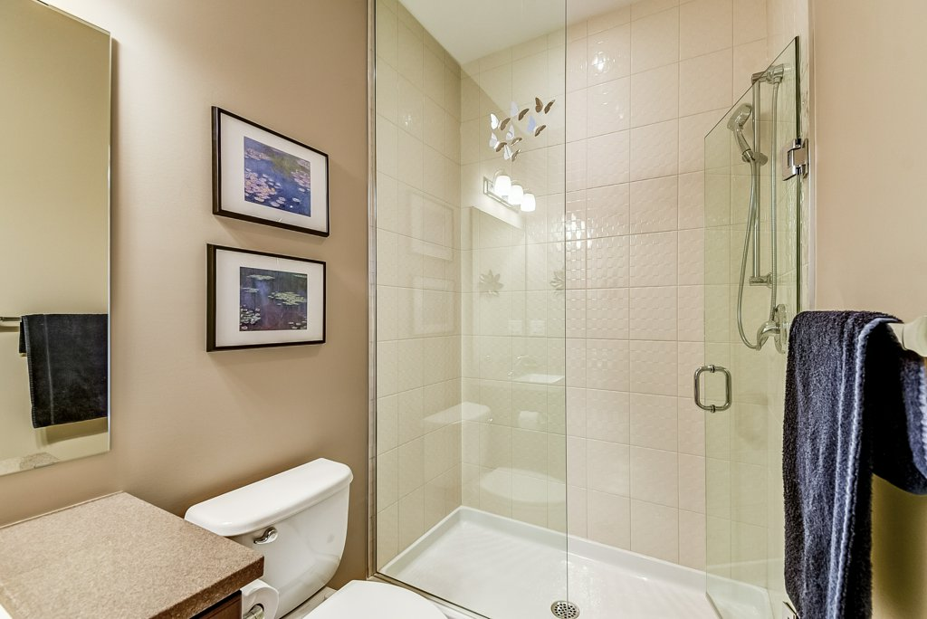 009 144 Echovalley Stoney Creek bathroom2 - Recently SOLD - Stoney Creek Mountain