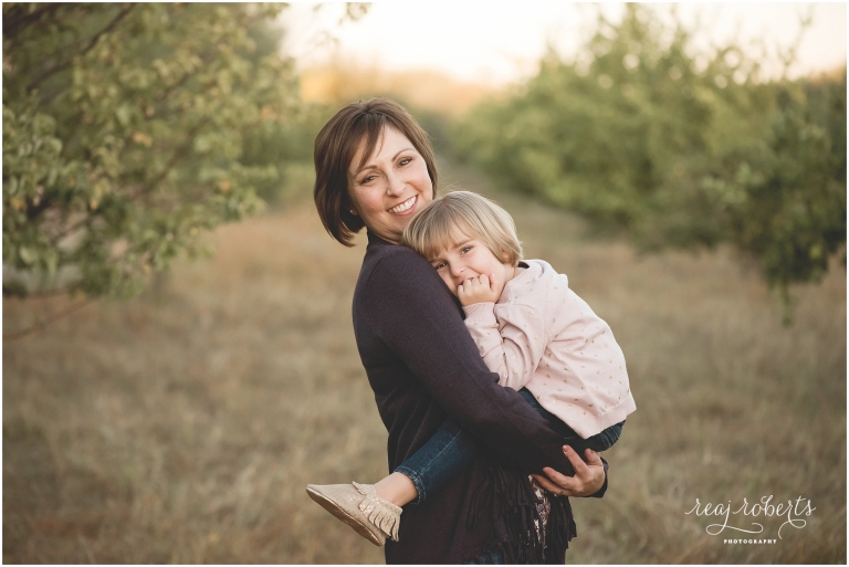 Mommy & daughter pose, family photographer, Reaj Roberts Photography