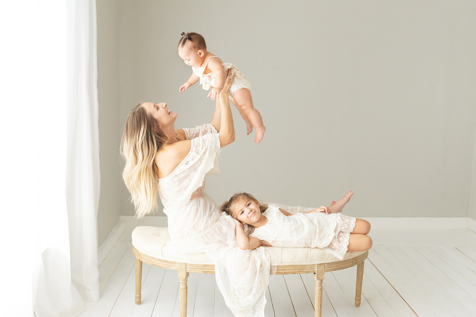 baby photography 6 months mom and sibling | Reaj Roberts Photography