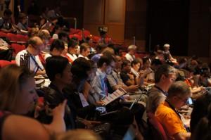 Teilnehmer der Eröffnungszeremonie der 9. Wikimania in Hongkong. Foto: Sebastian Wallroth, CC-BY-3.0