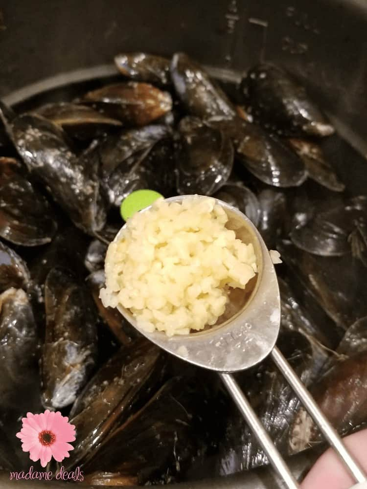How to cook mussels? I have a super easy mussels recipe for the pressure cooker that will make sure you and your family can enjoy a gourmet like meal at home that's cheap and quick to make.