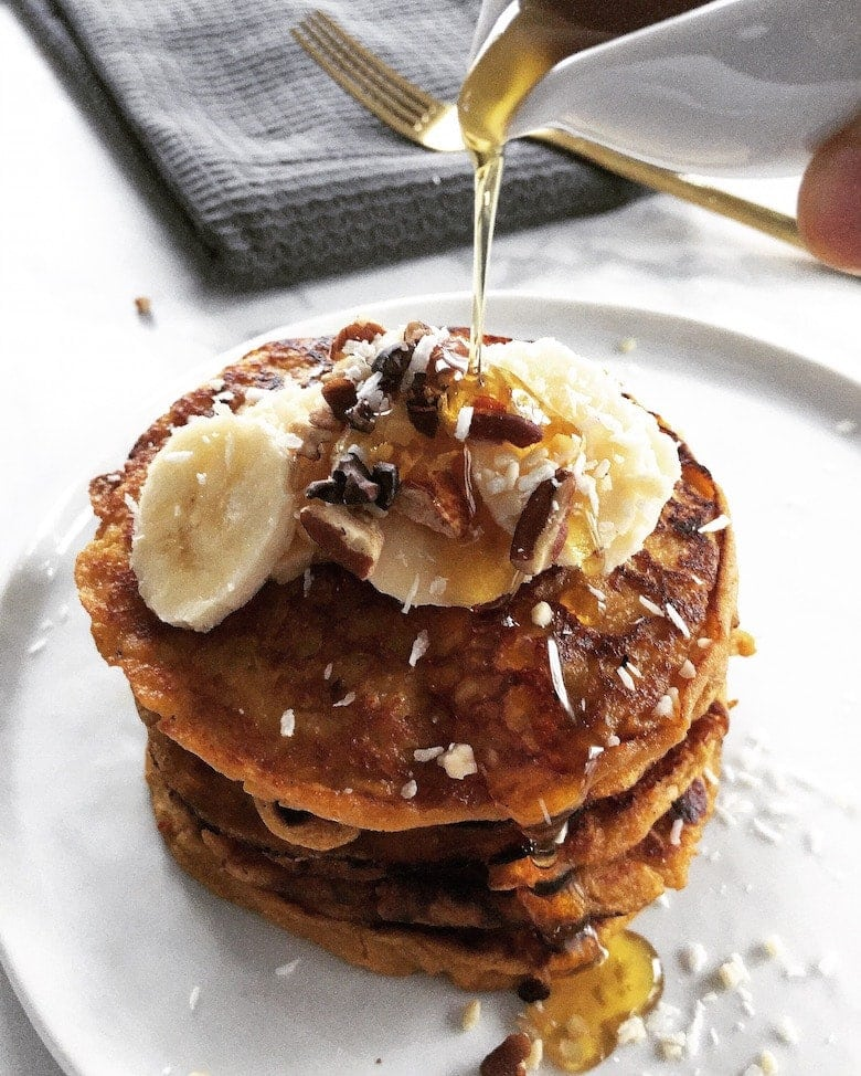 Gluten Free Sweet Potato Pancakes - These delicious flourless pancakes are made with oats and sweet potatoes! | www.realandvibrant.com