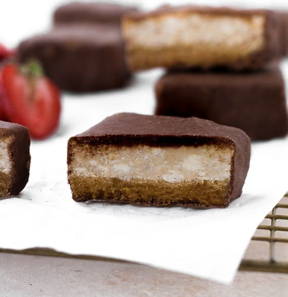 Low-Carb-Chocolate-Covered-Strawberry-Cheesecake-Bars