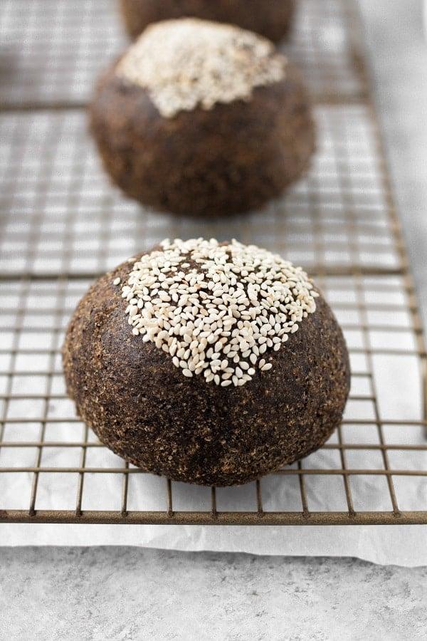 vegan-keto-bread-rolls-buns