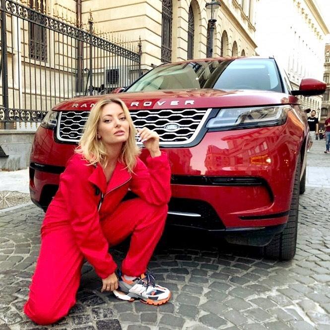 Delia Matache deține una din cele mai luxoase mașini din România. Jurata iUmor a scos bani grei din buzunar ca să obțină un bolid de lux