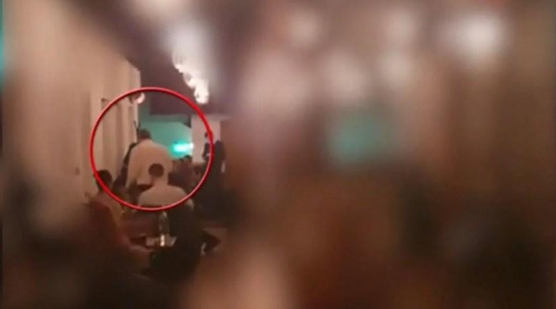 (VIDEO) Scandalul momentului! Un șef de poliție a fost filmat la o petrecere ilegală din centrul vechi al Capitalei. Ce s-a întâmplat cu acesta după ce imaginile au ajuns publice?