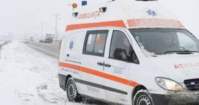 (VIDEO) Scandal la Bușteni. O ambulanță a fost blocată de oameni. Acesta venea în ajutorul unui copil. Unul dintre turiști a aruncat cu vin fiert