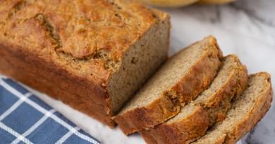Rețeta clasică de banana bread. Un desert care poate fi gătit rapid doar cu produsele pe care le poți găsi în frigiderul tău