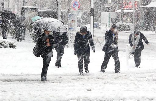 ANM a emis o avertizare de COD GALBEN în întreaga Românie. Se așteaptă o vreme cu ninsori și vânt puternic. Trebuie să ne îmbrăcăm mai gros!