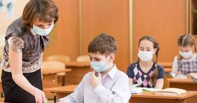 Cum vor recupera elevii materia pierdută la școala? Ministrul educației propune 100 de lei pentru fiecare oră remediară făcută de profesorii