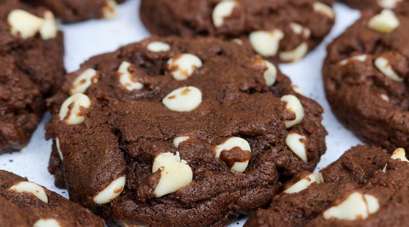 Fursecuri cu ciocolată și nucă. Cel mai gustos desert cu ciocolată. Rețeta simplă și rapidă