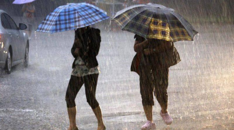 Alertă meteo! Vin ploile astăzi în toată țara, cu descărcări electrice. ANM menționează că avem nevoie de umbrele