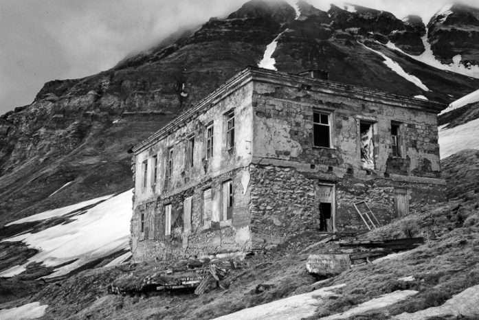 Opuštěné budovy v Grumantbyenu na Špicberkách