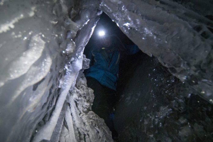 Špicberky: Ledová jeskyně pod ledovcem Larsbreen