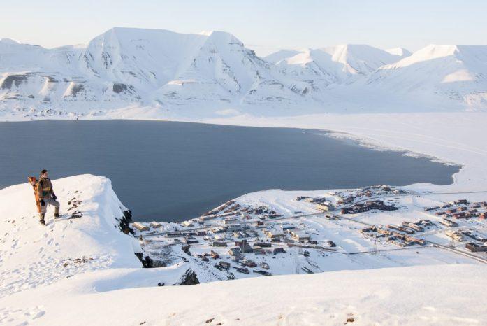 Pohled na Longyearbyen z Platåberget