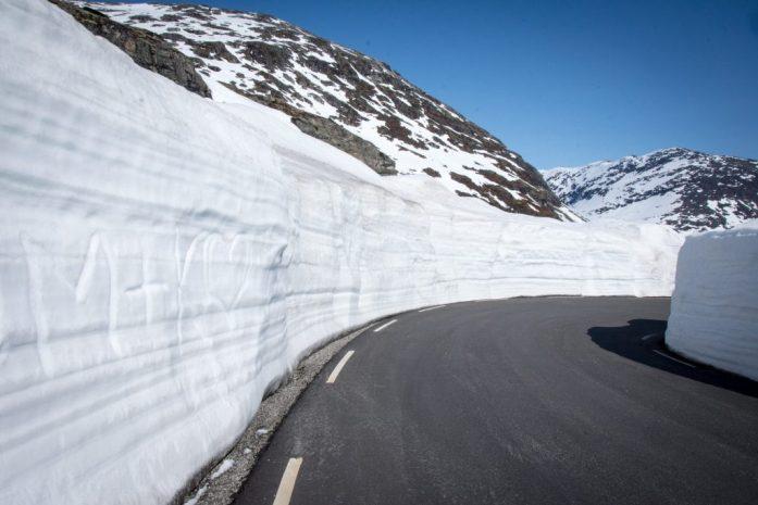 Norská silnice po zimě