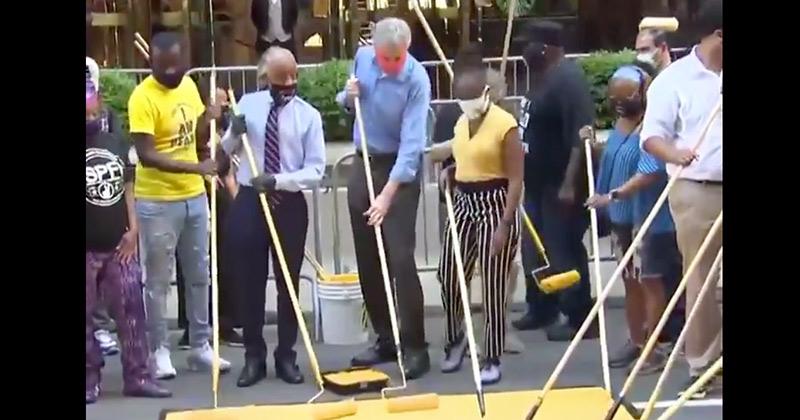 "Bill de Blasio & Al Sharpton Paint ""Black Lives Matter"" On Street In Front Of Trump Tower"