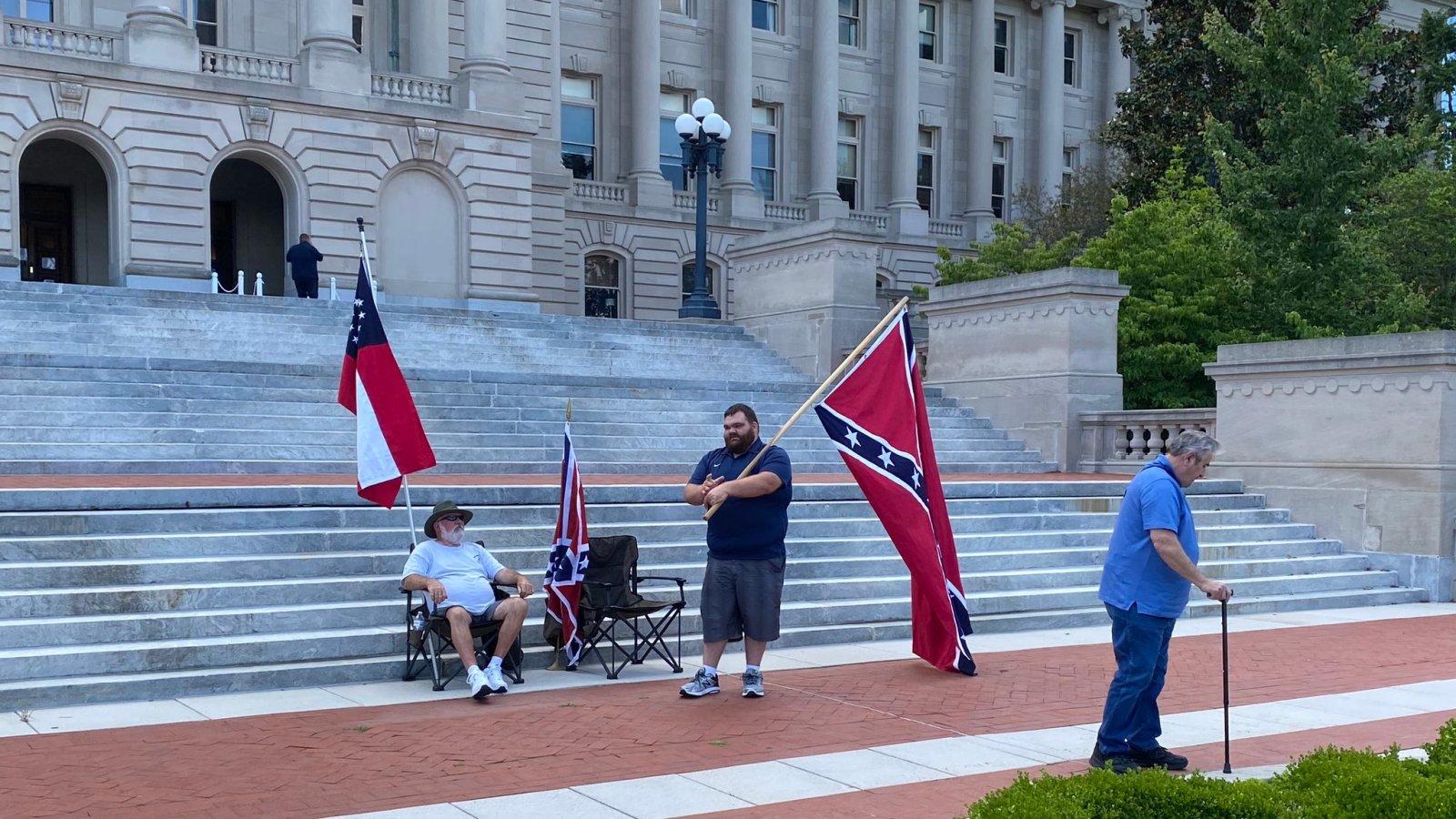 """pro """"Confederate"""" protest"""