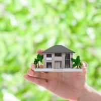 家を査定しているイメージ