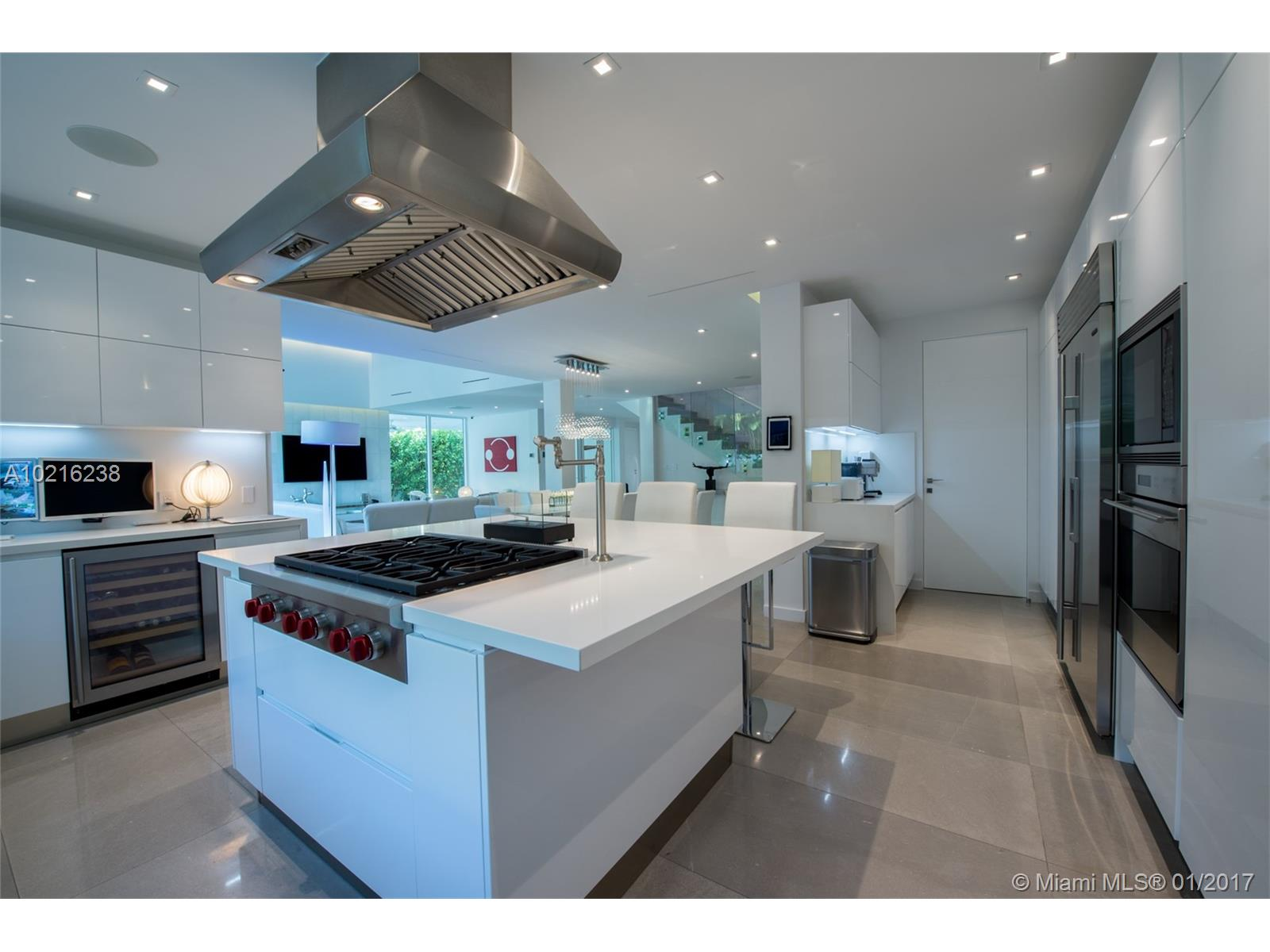Cucina A Gas Wolf Real Estate Bulldog Oscar Arellano S Coral Gables Realtor Coral