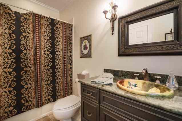 MoreRealEstate-2116Duskywing_027_Bathroom