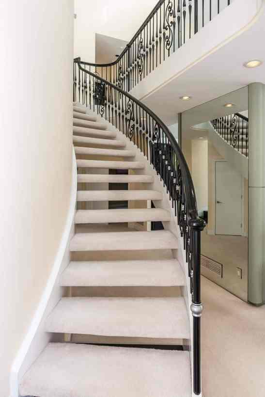 MoreRealEstate-6632_Greywalls_Lane_007_Staircase