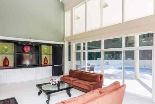 MoreRealEstate-6632_Greywalls_Lane_008_Living Room