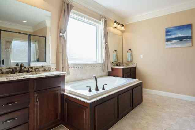 025_2313 Finley Ridge by MORE Real Estate Group_Master Bathroom
