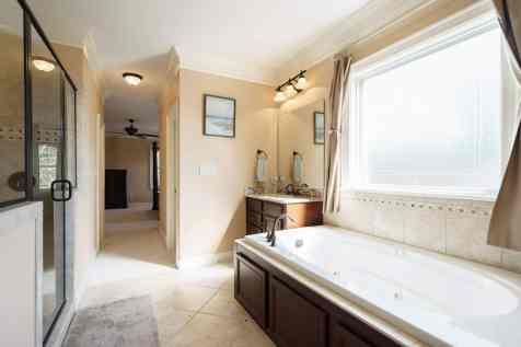 026_2313 Finley Ridge by MORE Real Estate Group_Master Bathroom