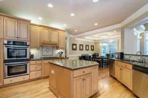 013 - 205 Settlecroft Presented by MORE Real Estate_Kitchen